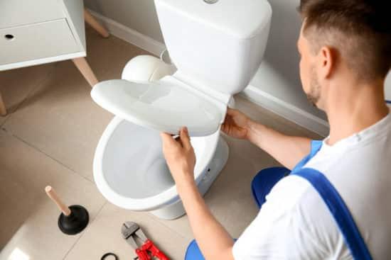 artisan plombier rennes - Installation des toilettes