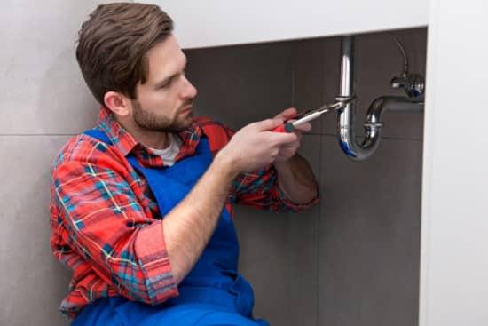 plombier nice - entretien du siphon d'un lavabo