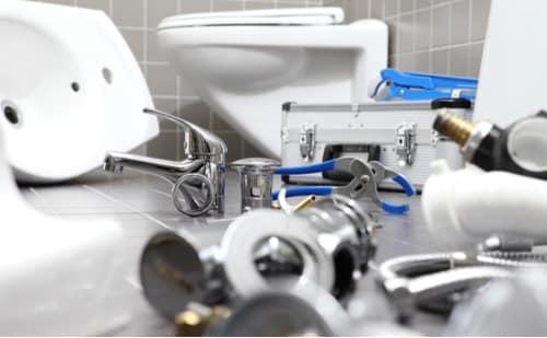 plombier perpignan - matériel de plomberie dans une salle de bain