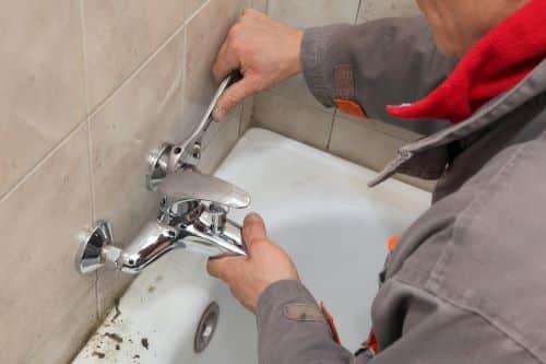 plombier Lyon 2 - installation d'un robinet de bain