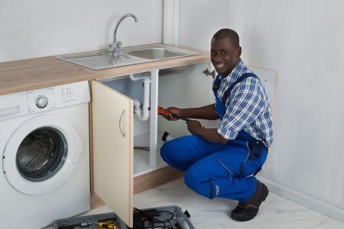 plombier Lyon 8 - inspection d'un évier
