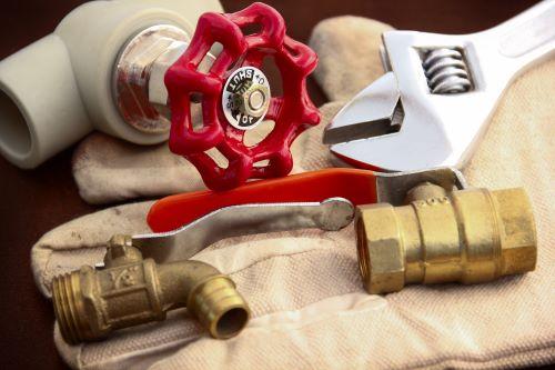plombier Cergy - des outils de plomberie
