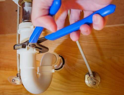 Plombier Fréjus - Réparation d'un tuyau d'évier de salle de bains