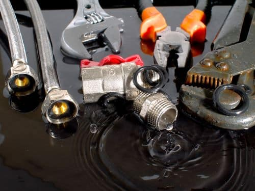 plombier Bagneux - un ensemble d'outils de plomberie