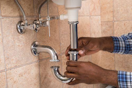 plombier Clamart - un artisan replace un siphon de lavabo