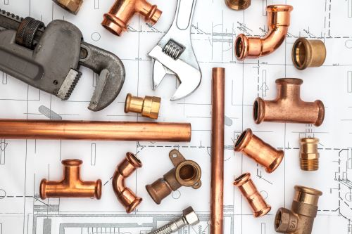 plombier Maisons-Alfort - des éléments de plomberie installée sur un plan d'architecte