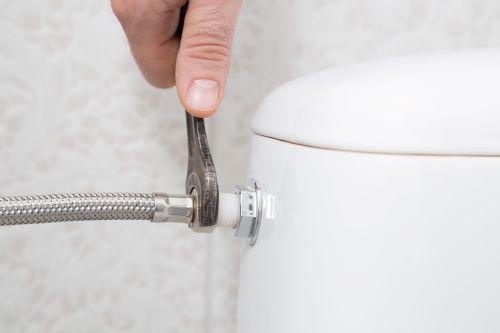 Plombier Angoulême - Conduis d'eau de toilettes.