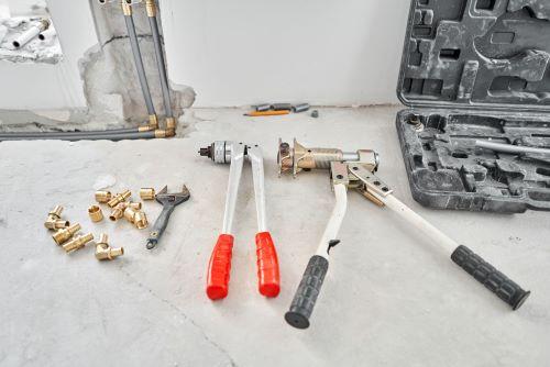 Plombier Brive-La-Gaillarde - Outils de plomberie & raccordement de tuyaux de chauffage.