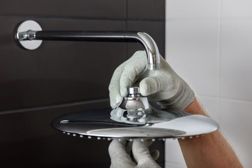 Plombier Istres - Installations d'une tête de douche dans une nouvelle salle de bains.
