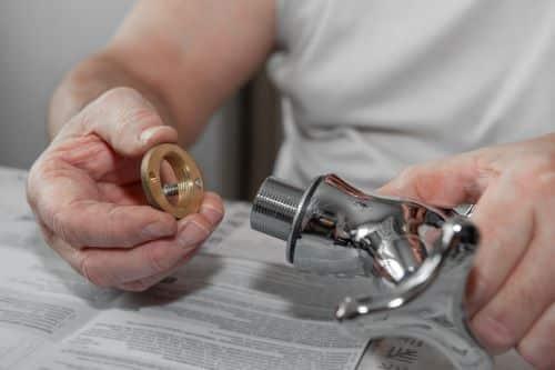 Plombier Sète - Remplacement de joint en caoutchouc sur un mitigeur.