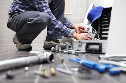 plombier Savigny-le-Temple - un plombier chauffagiste installe une nouvelle salle de bains