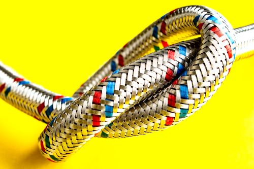 Plombier Allauch - Tuyau flexible en acier inoxydable.