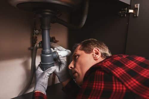 Plombier Paris 1 - Un plombier intervient sur une fuite d'eau