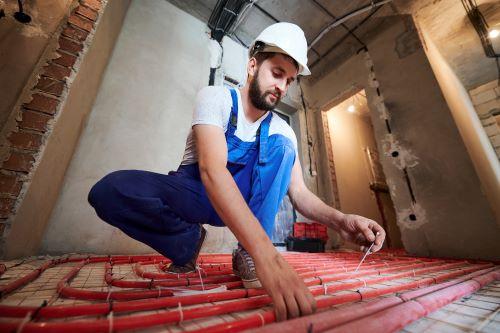 Chauffagiste Le Blanc-Mesnil- Un chauffagiste installe un plancher chauffant