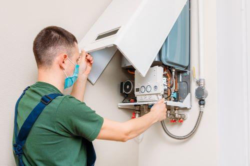 Plombier Sausset-les-Pins - Un plombier est en intervention
