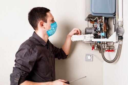 Plombier Carry-le-Rouet - Un plombier installe un chauffe eau