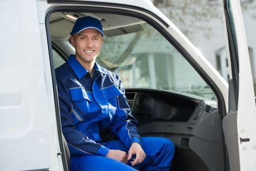 Plombier Lezennes - Un plombier dans son camion