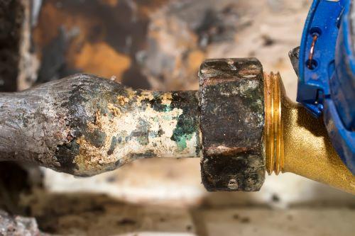 Plombier Peypin - Tuyauterie abimée